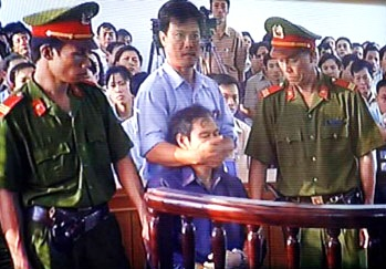 VIETNAM_-_Nguyen_van_ly_in_court