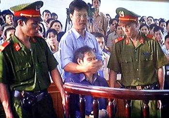 VIETNAM_-_Nguyen_van_ly_in_court