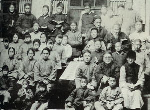 Gladys Aylward with her orphans